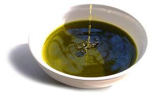 kendermagolaj kissé zöld színnel és mogyoró ízű aromával a konyhai olajak új változata